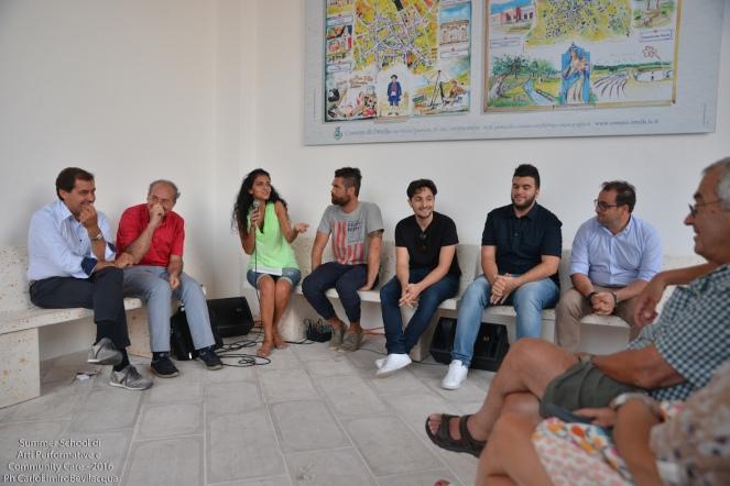 Poi conosciamo una interessante esperienza di performance comunitaria che si tiene ogni estate nel Comune salentino di San Cassiano, ascoltando le testimonianze di: